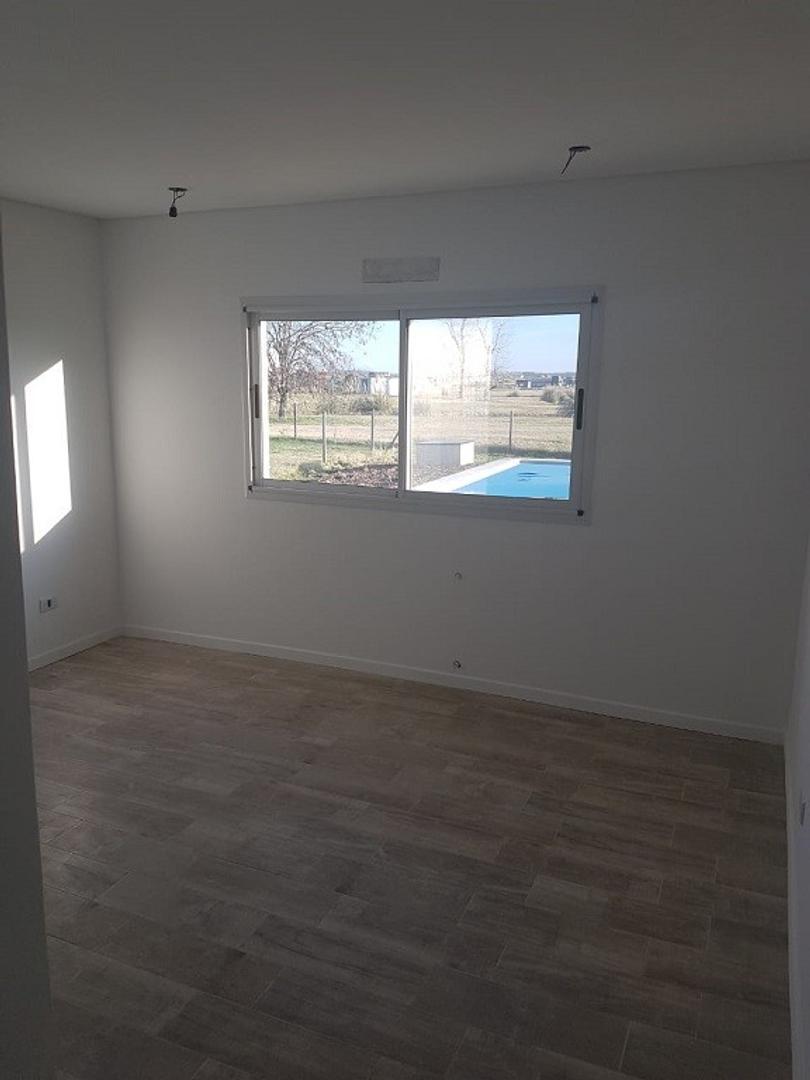 Excelente Casa a estrenar en Bº San Sebastian Area 1 s/lote 1050 mts., cubts. 135, semicubts. 40 mts - Foto 15