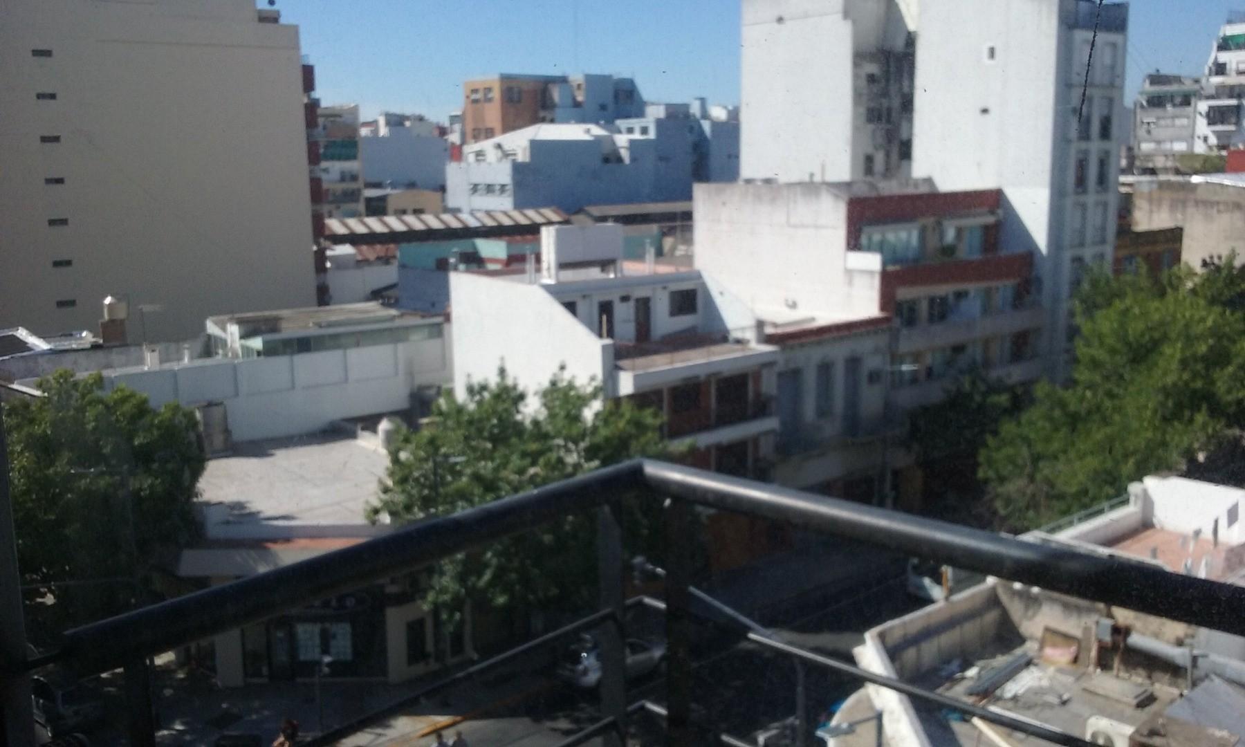 Departamento al Frente con Balcón -  Baño Completo