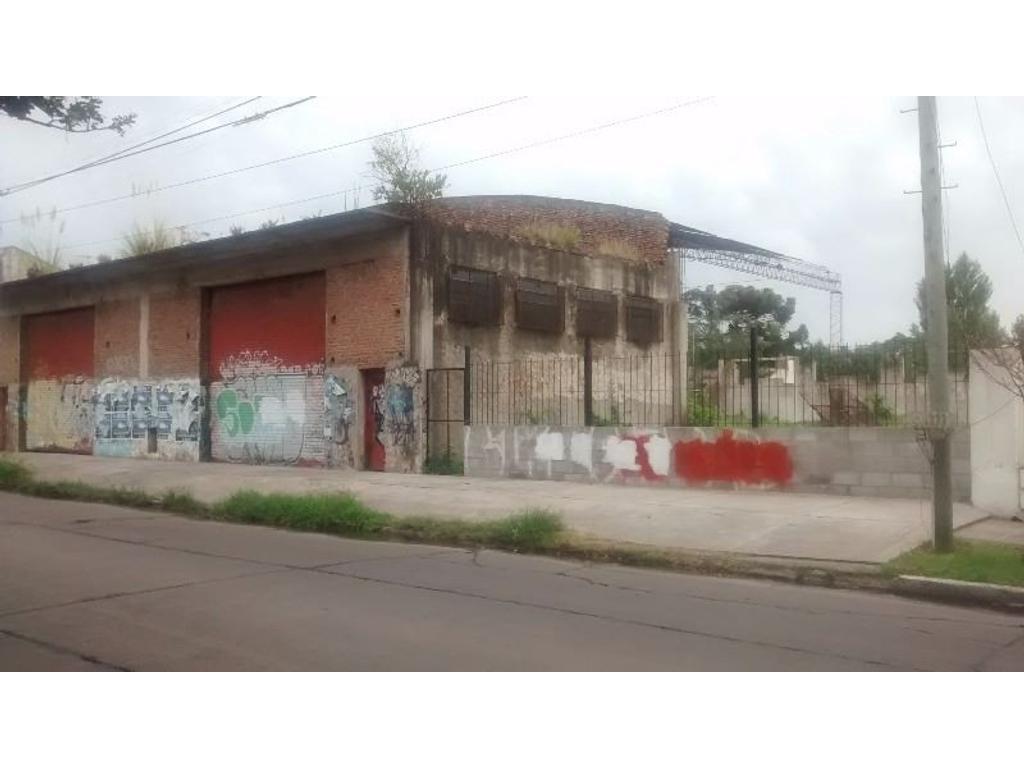 Local comercial de más de 450 m2 sobre lote de 1500 m2. Merlo. GBA.