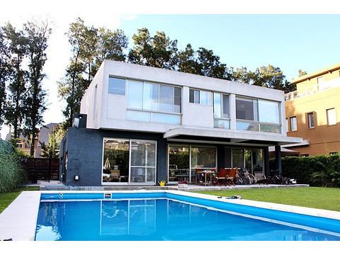 casa en alquiler (enero, febrero, o ambos) en Punta Chica, San Fernando, barrio Marina Canestrari