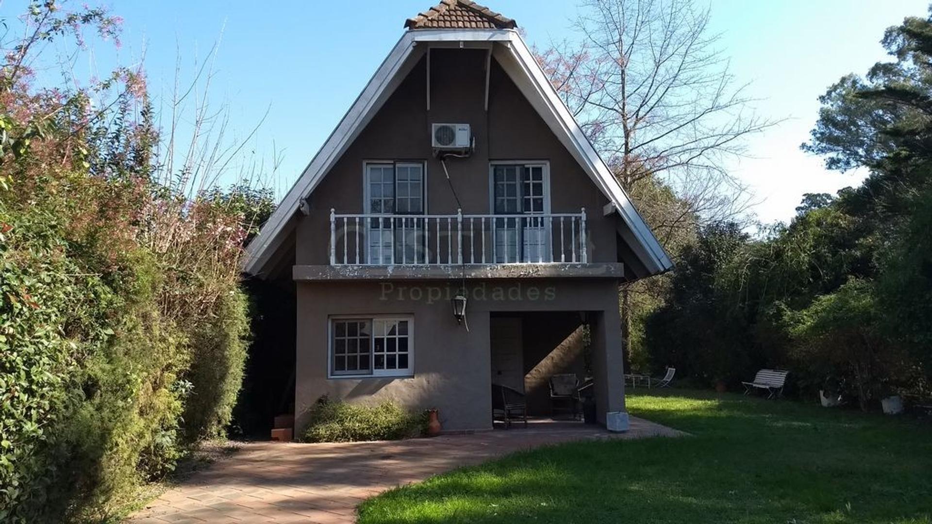 Casa tipo Alpina en Club de campo Aranzazu