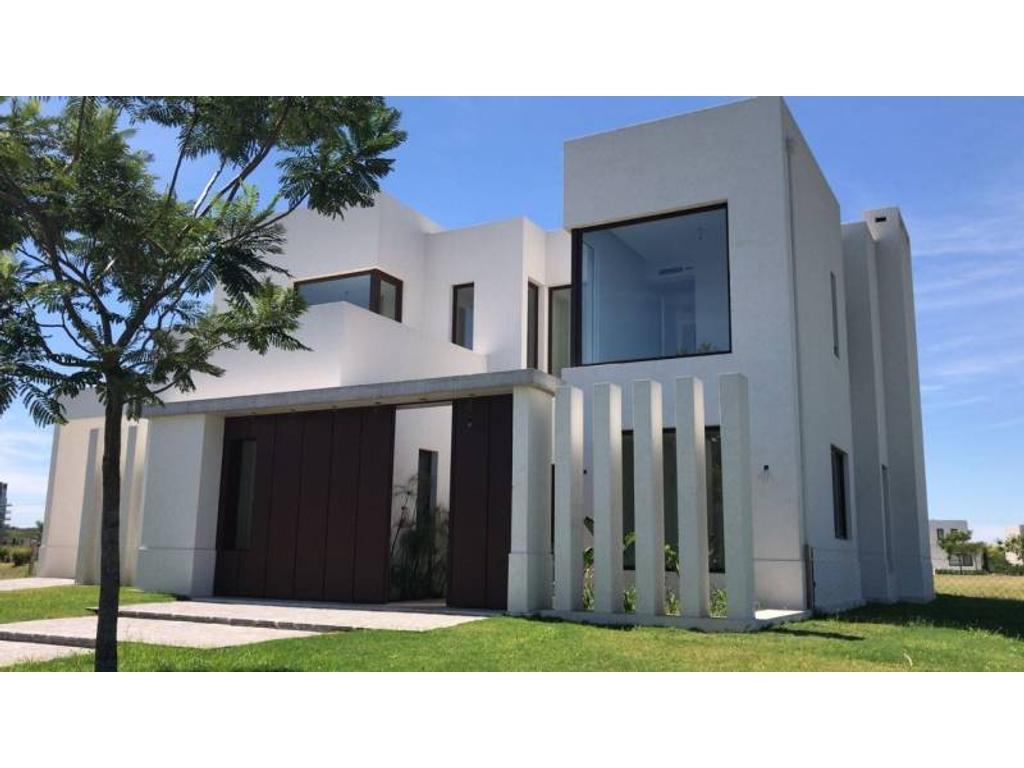Excelente Casa en Barrio Lagos del Golf !!!