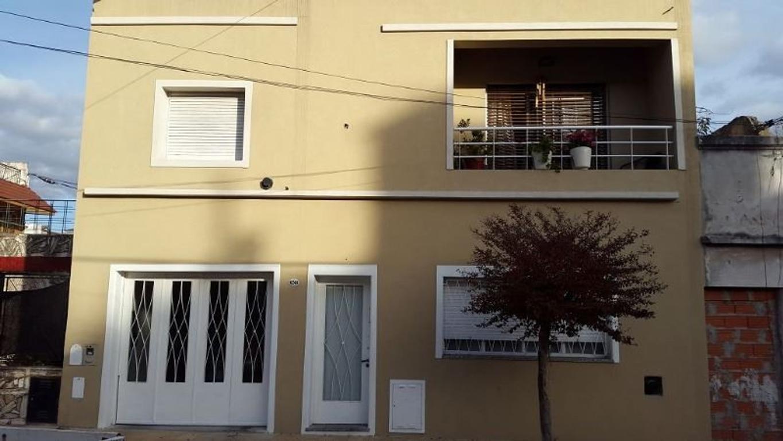 Excelente Casa 4 Amb. Garage - Patio - Quincho - 3 Dormitorios - 1 Suite con Hidro - Terraza