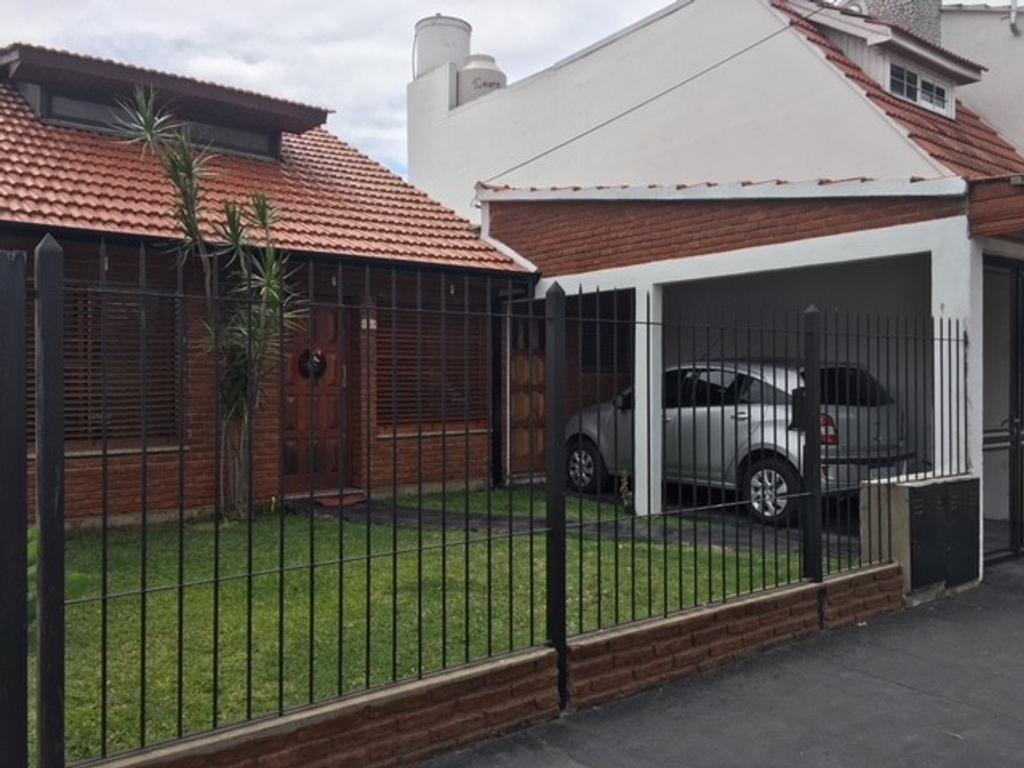 Casa en venta Barrio Cooperarios 4 Amb con cochera