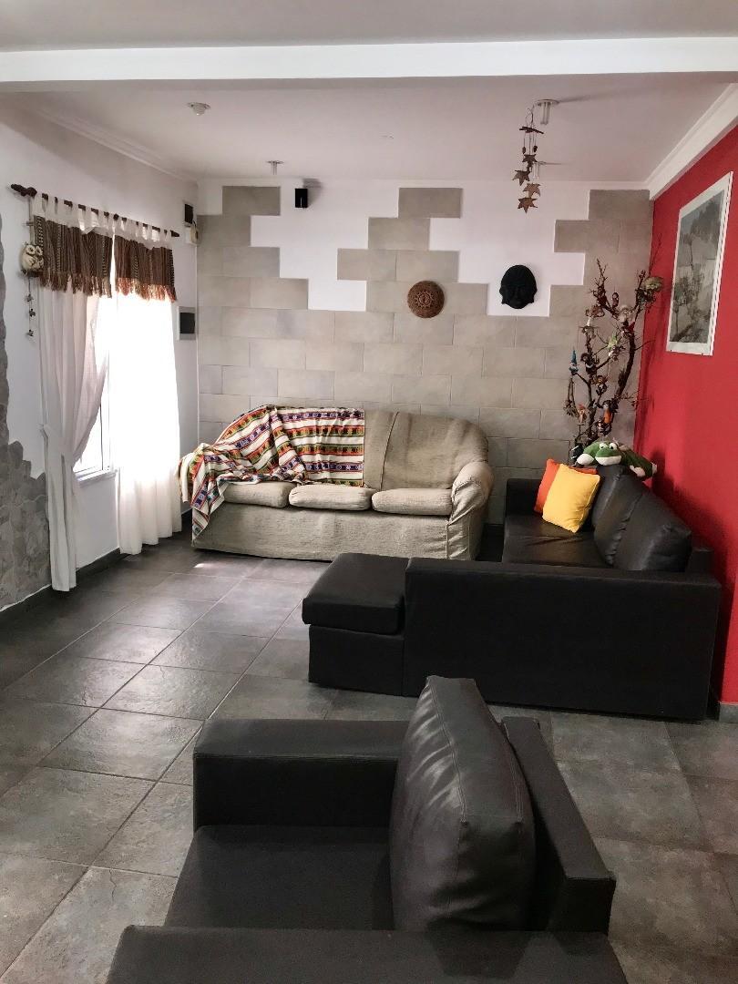 Ochoa nº 866 e/Sarcione y Araujo  - 5 ambientes con cochera