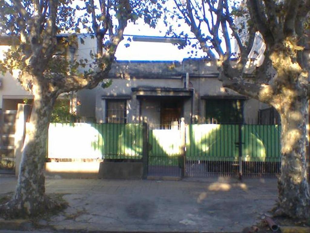 Casa en Venta de 3 ambientes en Buenos Aires, Pdo. de Tres De Febrero, Caseros
