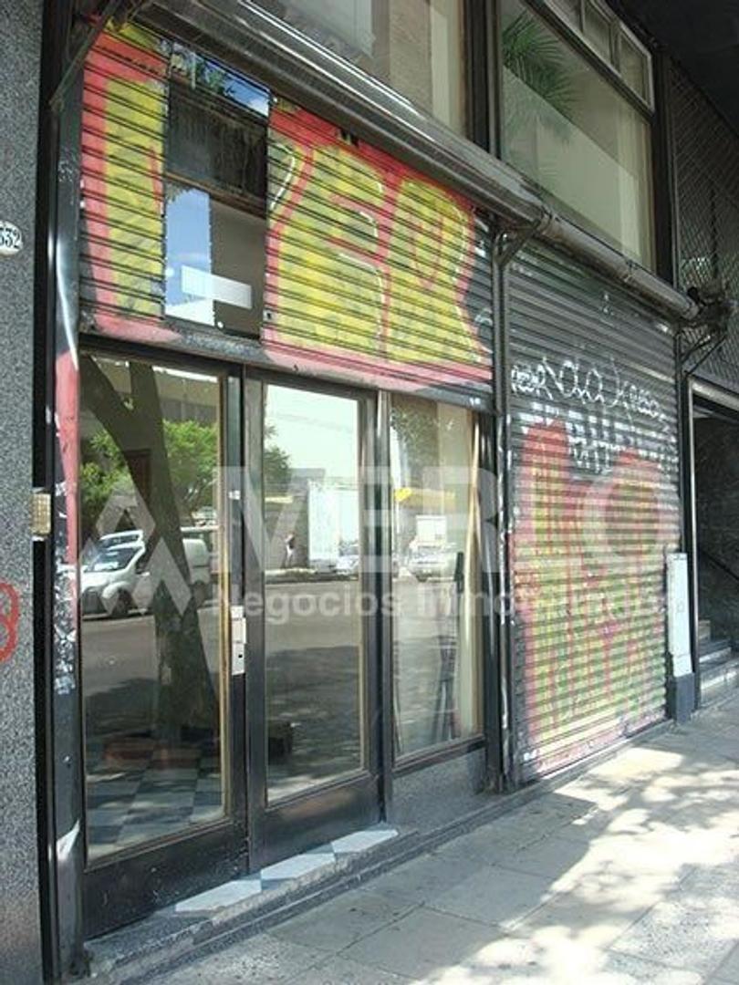 CON RENTA! - Local y Oficinas - 572 m² cub.  Pb / Entrepiso y Subsuelo