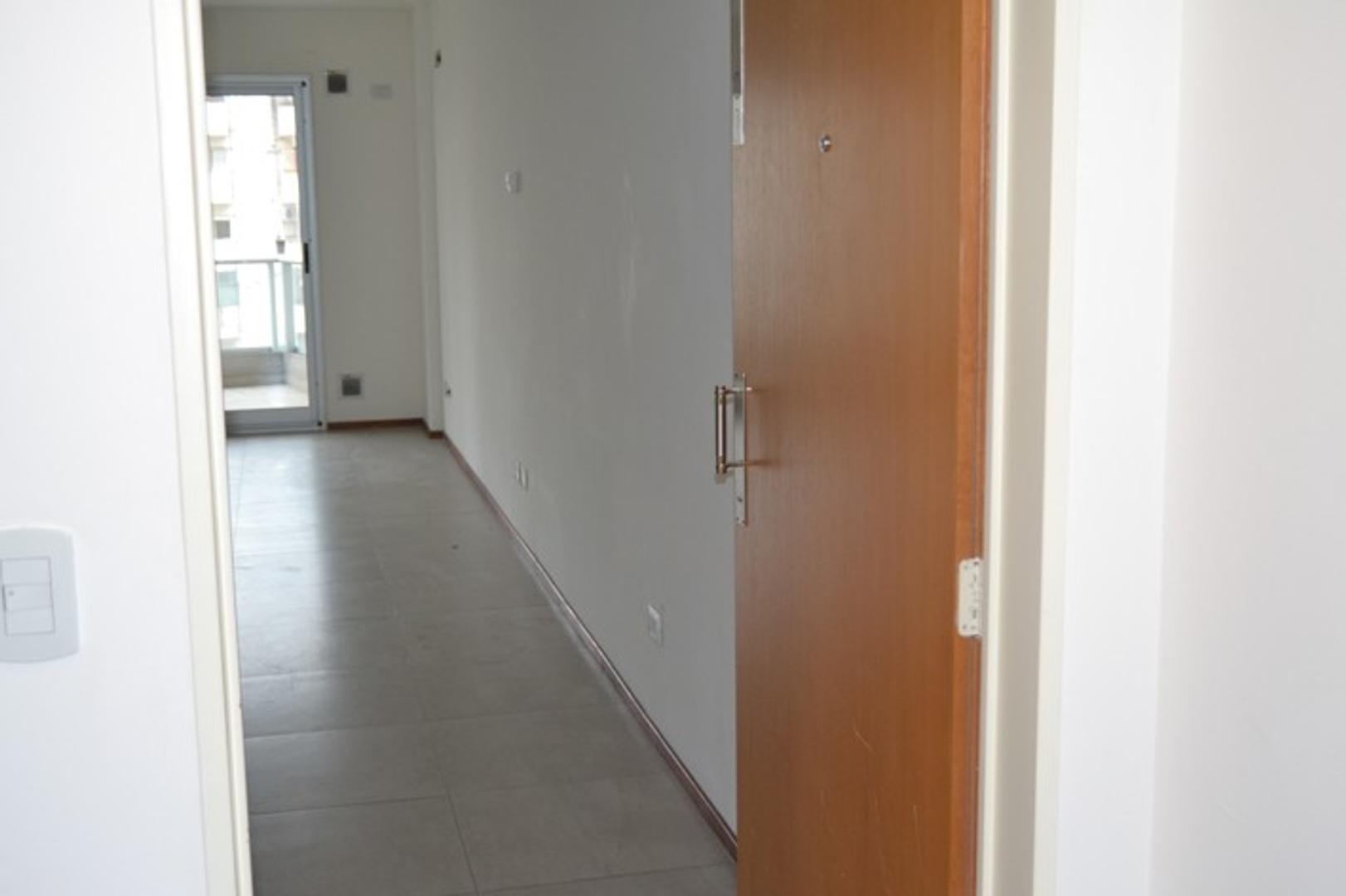 EXCEL DEPTO 1 AMB 50 m2, FRENTE BALCON CORRIDO