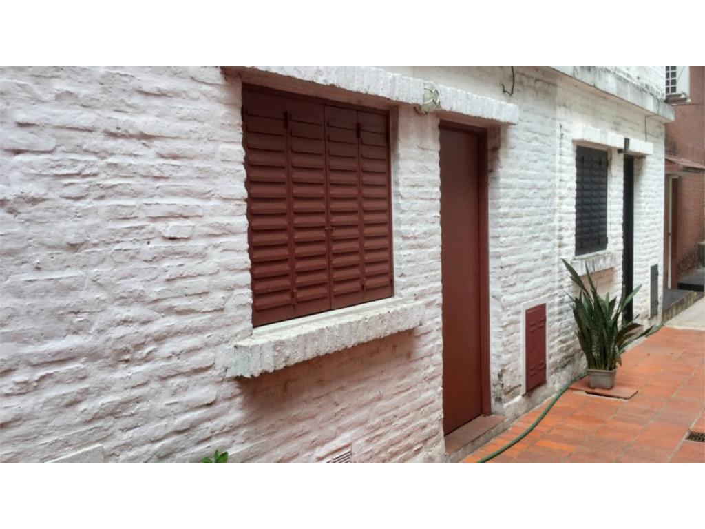 ALQUILER. Dúplex de pasillo en Necochea y La Paz. 1 dormitor