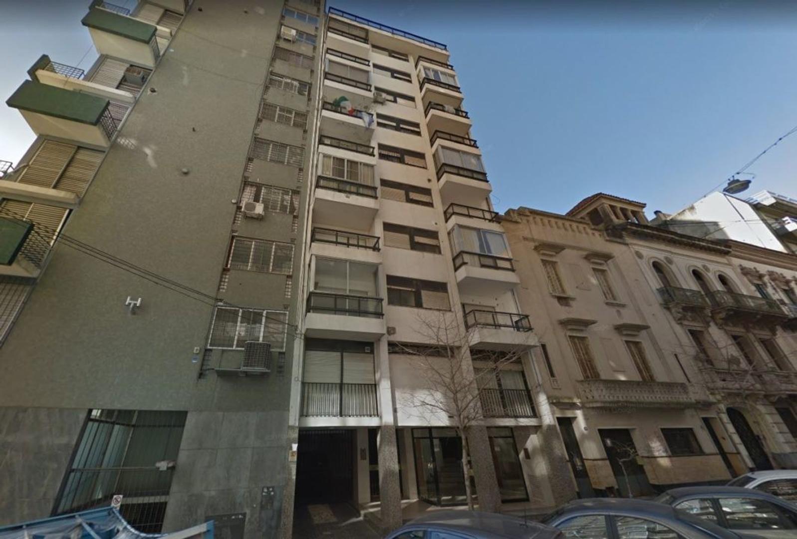 Departamento 3 dormitorios + dependencia. Cochera. Vista al Rio.