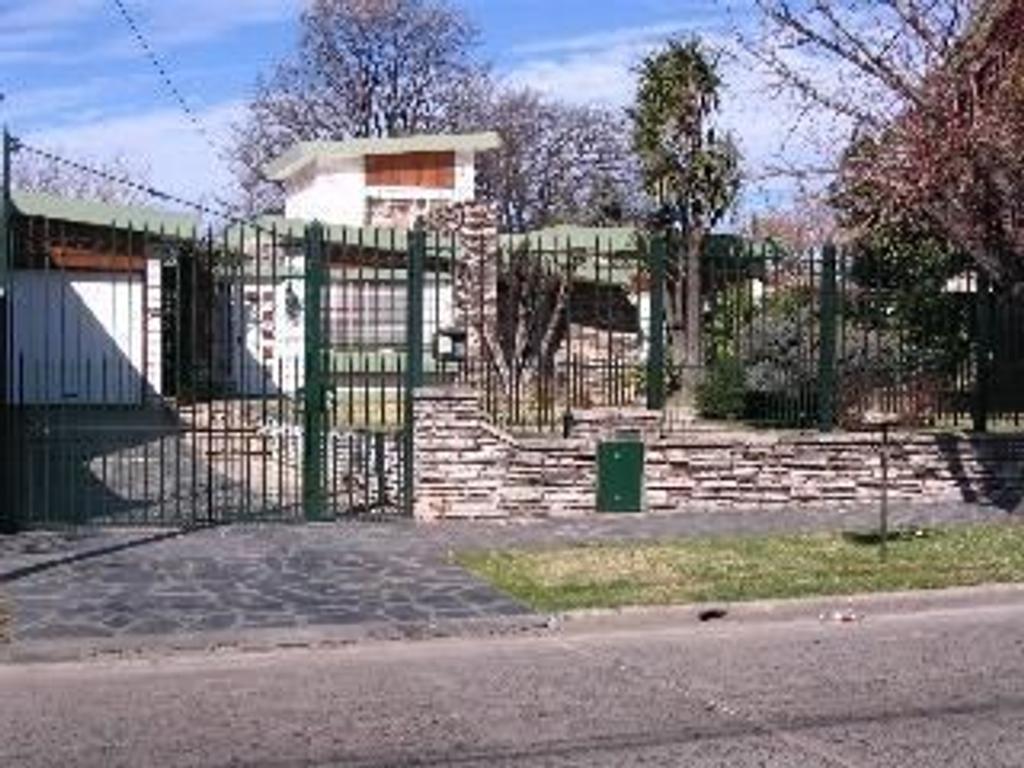 Casa en venta en amenedo 2140 jose marmol argenprop for Casas en jose marmol