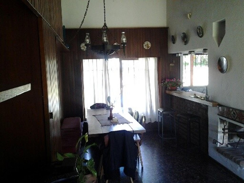 Chalet en alquiler para 6 personas, Villa Gesell.-