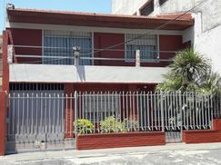 Casa de 4 ambientes, en venta