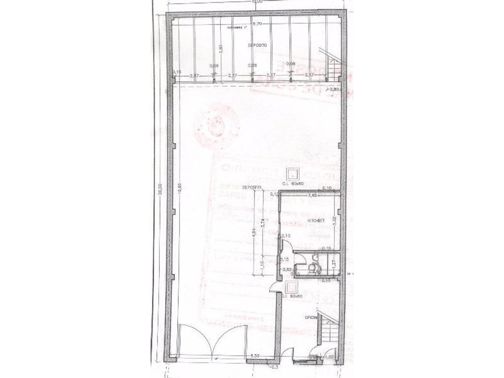 Deposito de hormigón con casa en planta alta