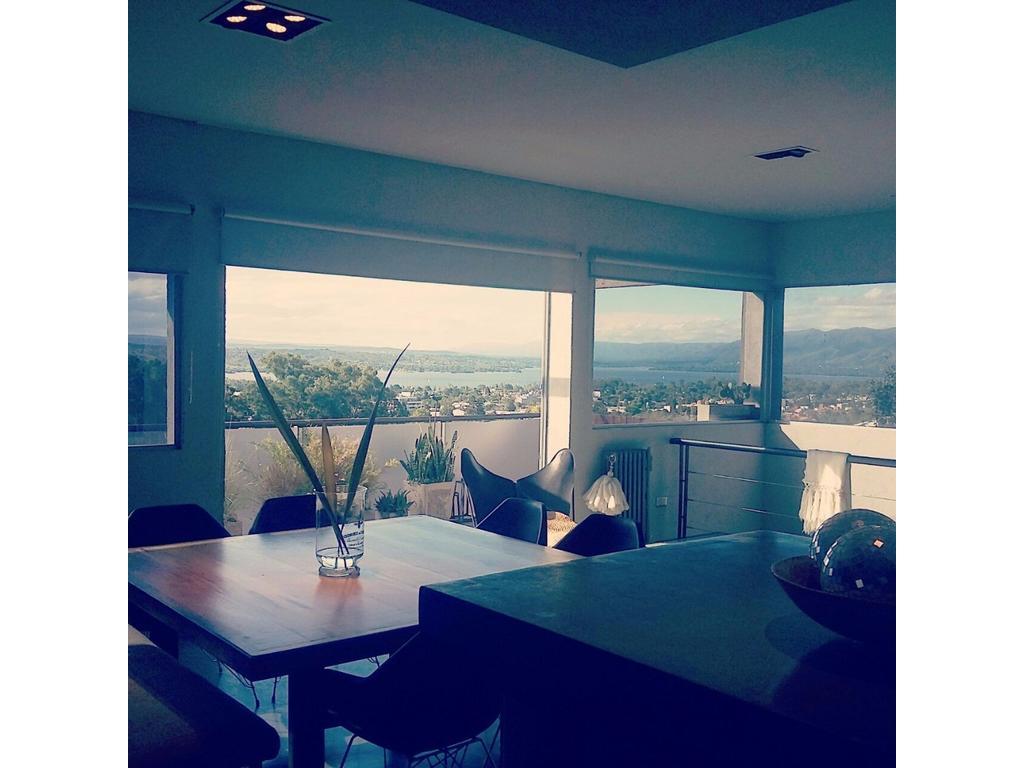 Casa en Carlos Paz,Moderna. vista al lago, todos los servicios