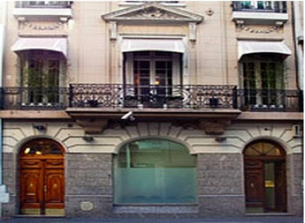 Oficina en Alquiler en Recoleta. Ubicada en el primer piso.
