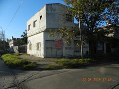 Casa + Local en Esquina Lote Propio