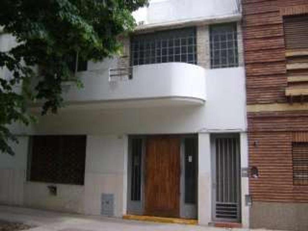 Casa en venta en av fernandez de enciso 3754 villa for Casa de azulejos en capital federal