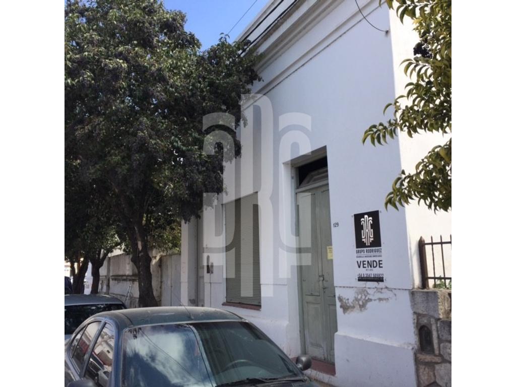 Importante casa en Alta Gracia, ideal para oficinas.