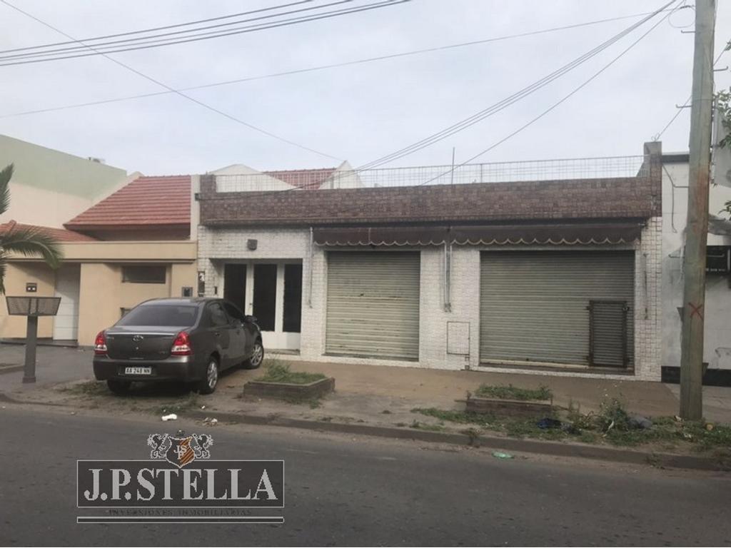 Casa 3 Amb. c/ cochera – 2 Locales Comerc./ Lote 300 m² /155 m² Cub. – Peribebuy 1970 – San Justo