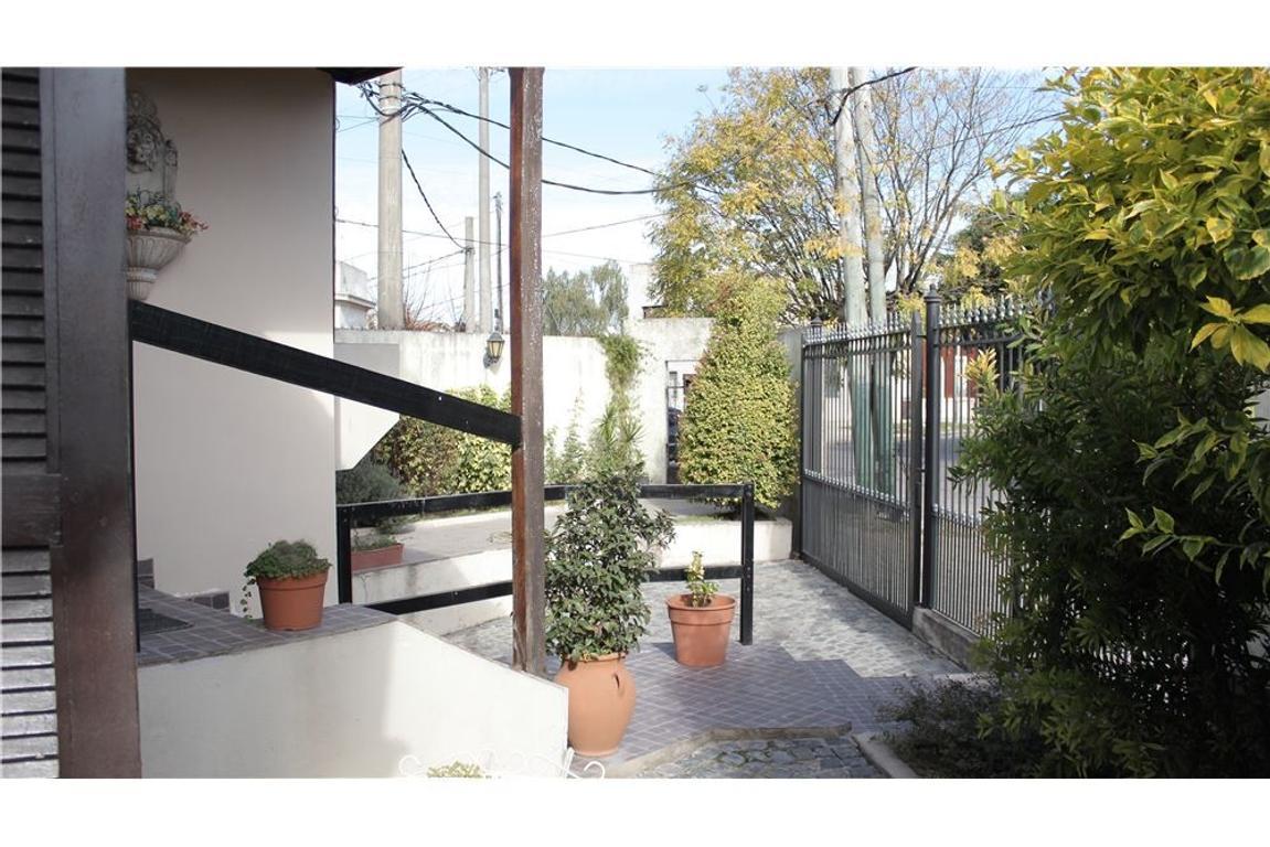 Casa 3 Dorm + Jardín + Local o Monoambiente