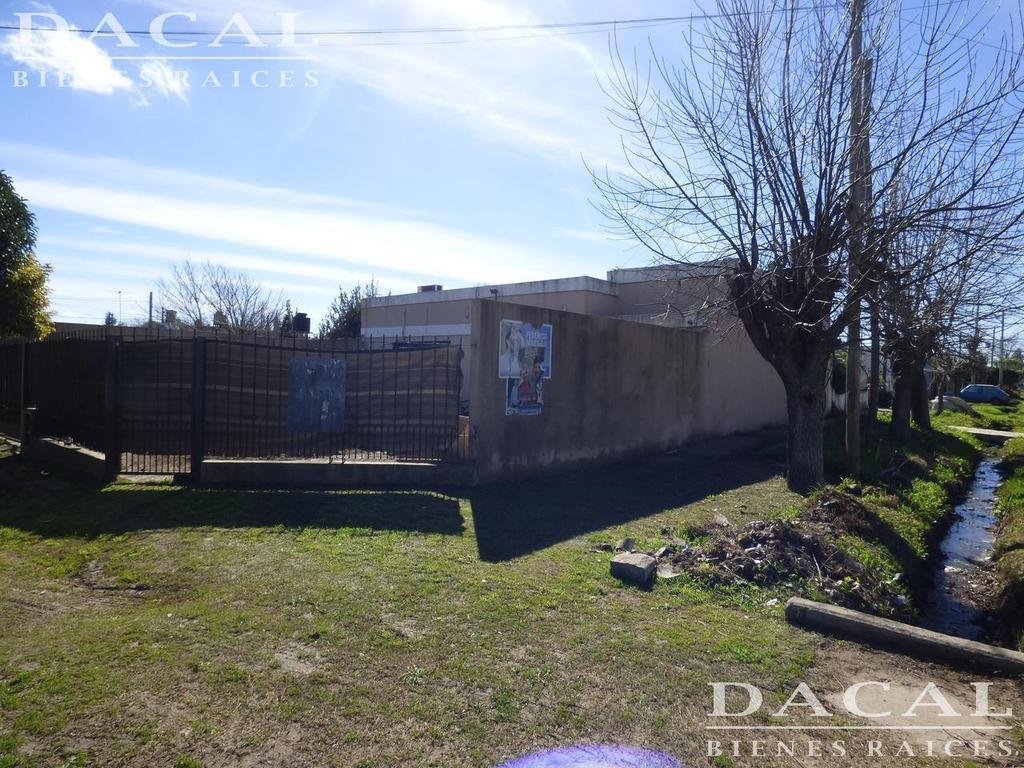 Casa en venta y alquiler en  La Plata Calle 143 Esq 523 Dacal Bienes Raices