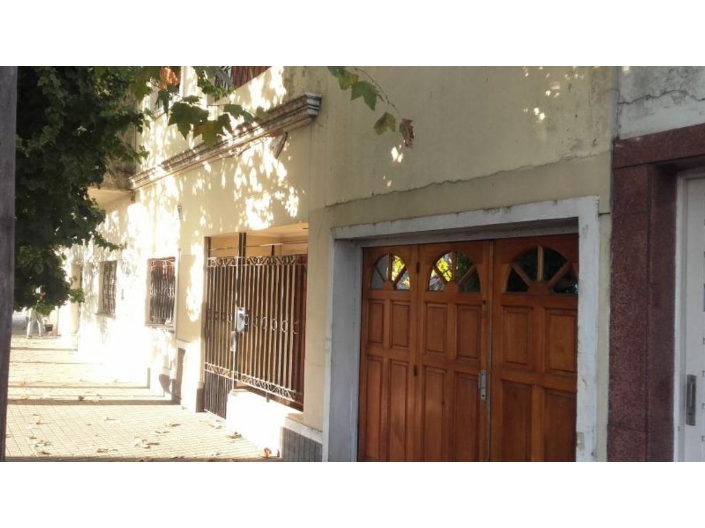 Casa 3 amb. en Caseros zona Centro