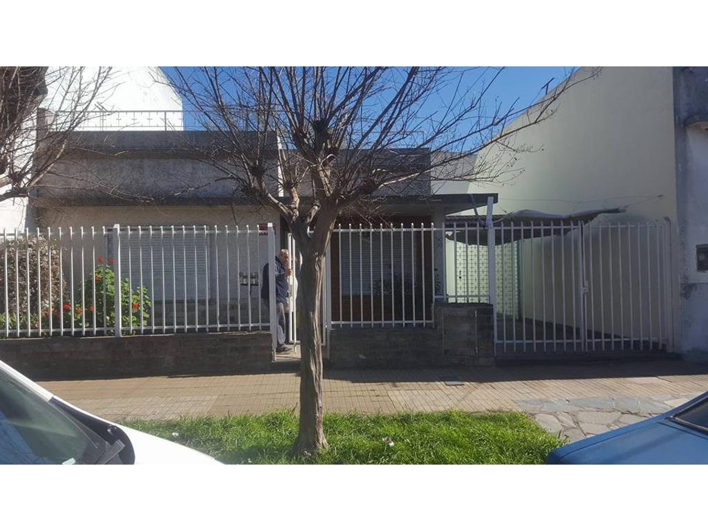 Casa en venta en 9 de julio 5400 villa ballester argenprop for Jardin belen villa ballester