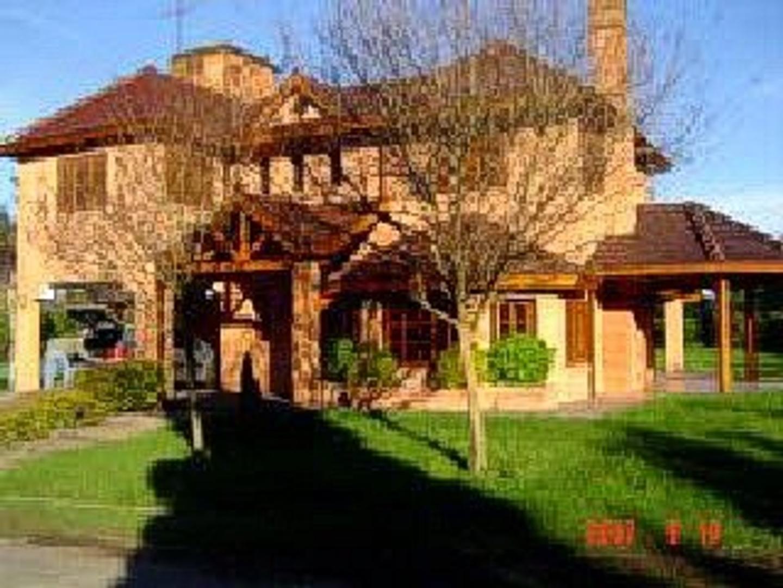 Casa en Venta en Loma Verde - 5 ambientes