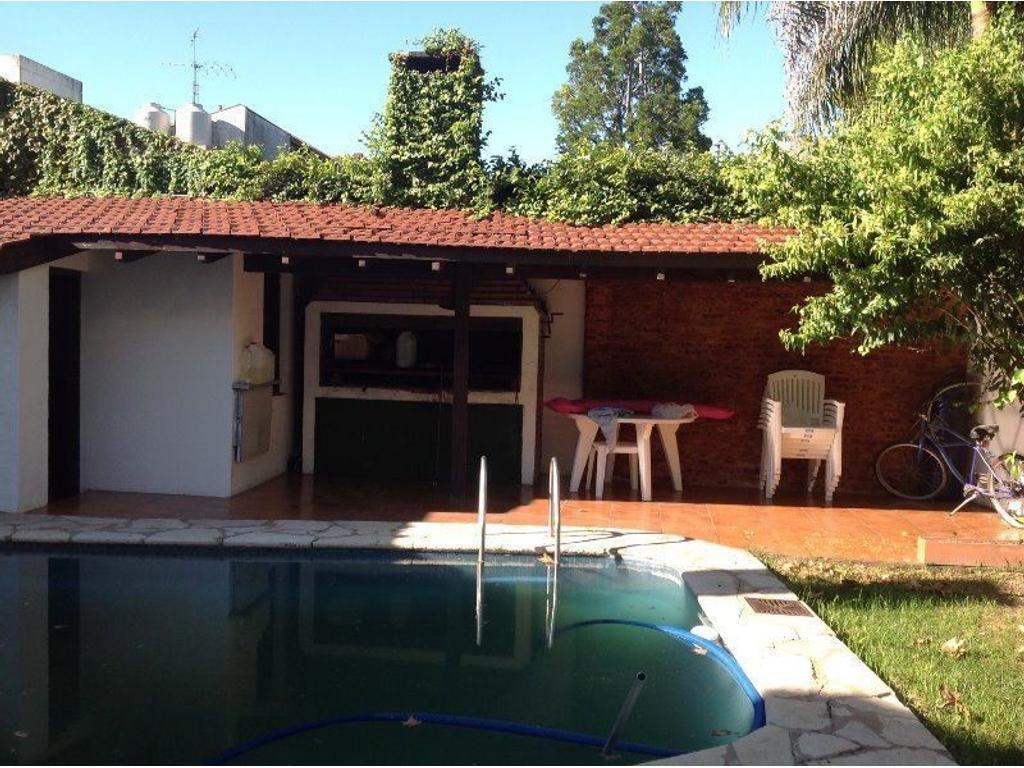 EXCELENTE CASA SOBRE AV. LIBERTADOR 2918 PUNTA CHICA. SAN FERNANDO