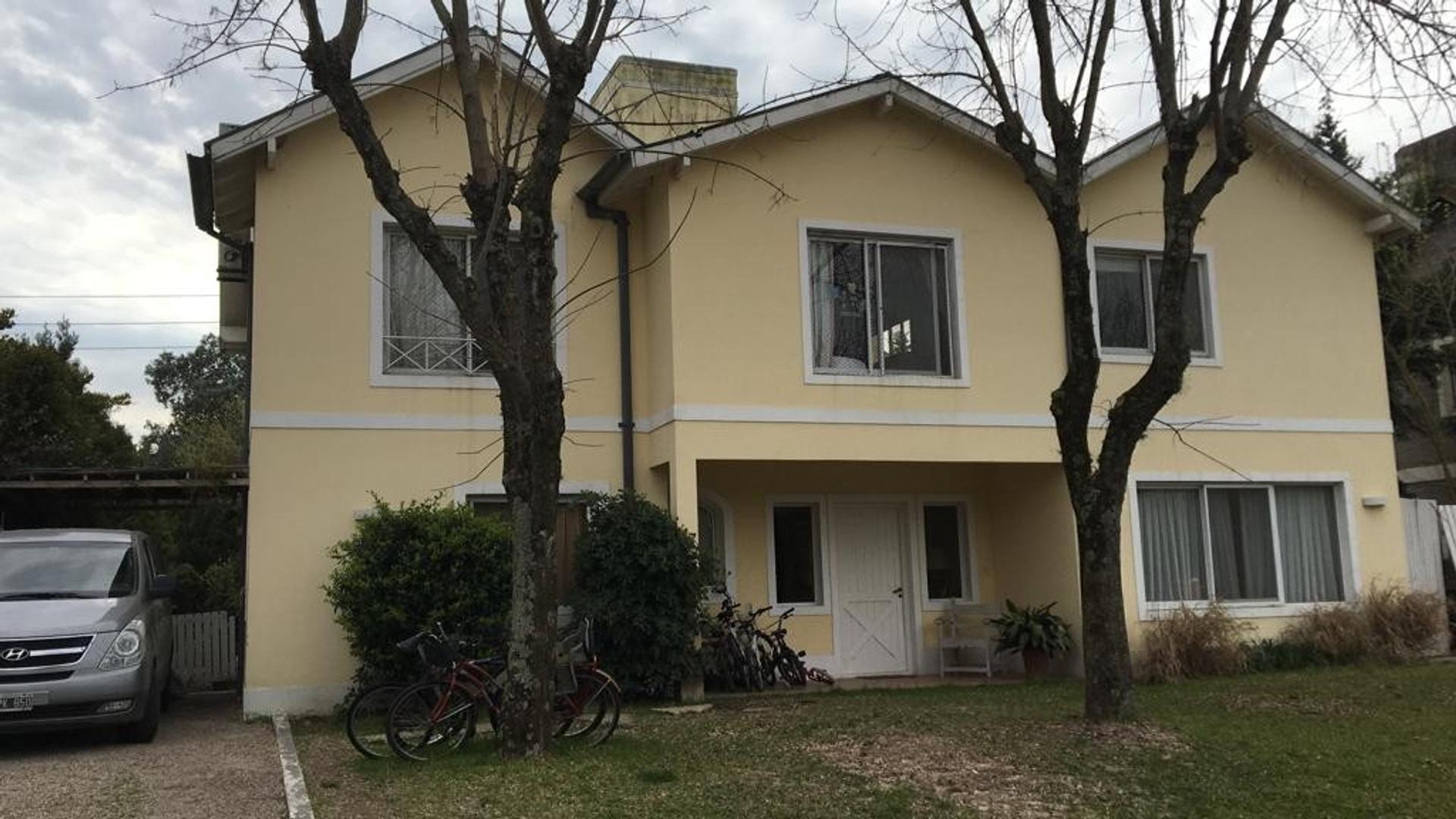 Casa en Venta en Bermudas - 4 ambientes
