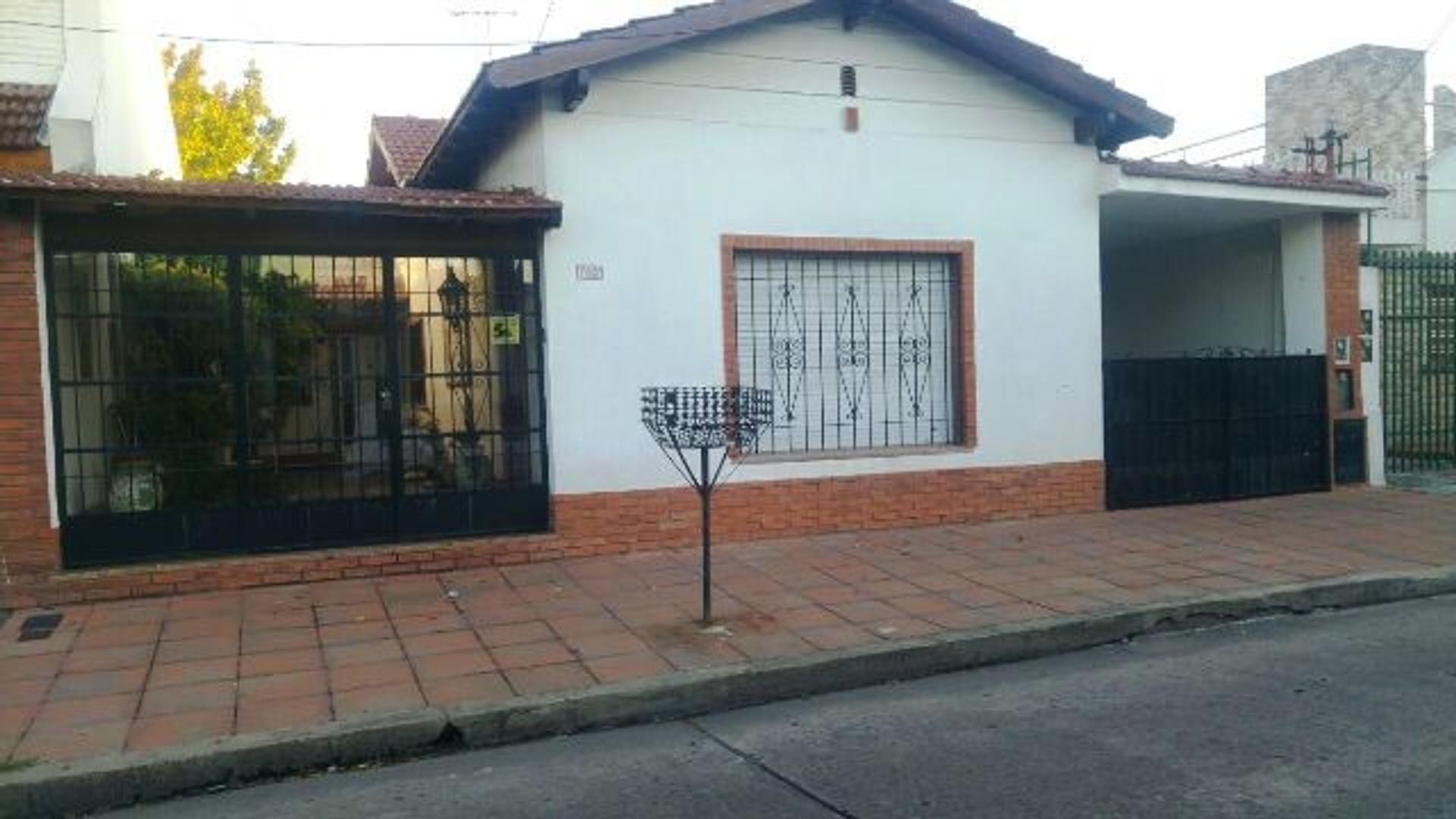 Chalet  de cinco ambientes en venta en Ramos Mejia Apto Credito