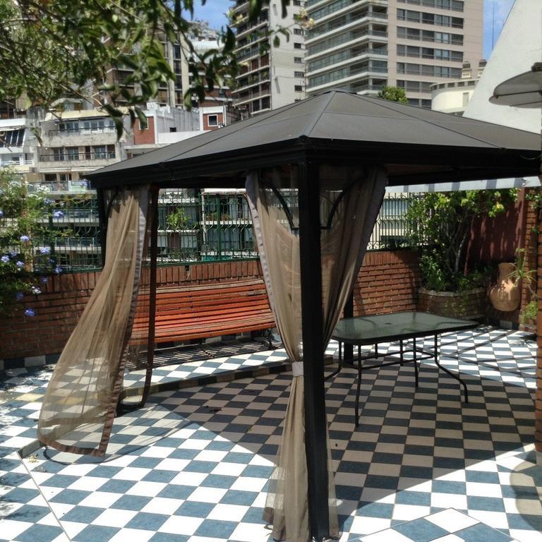 Duplex con terraza propia frente a la plaza