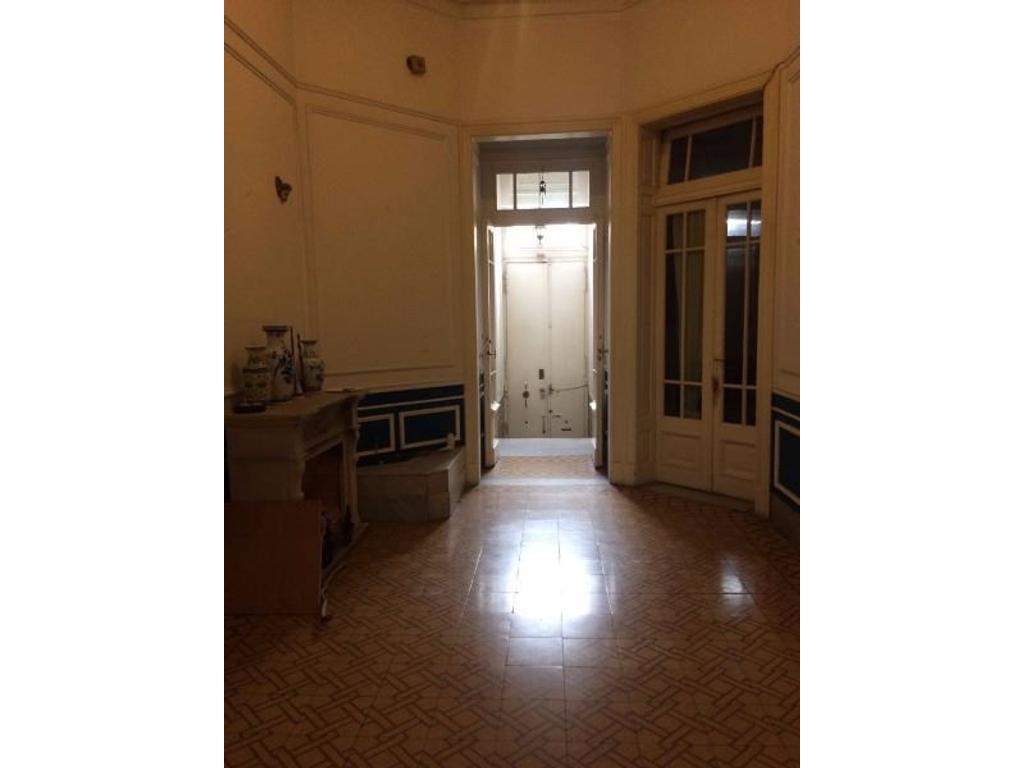 hermosa casa estilo francés 9 ambientes, muy buen estado sobre lote de 8,66*38, jardin