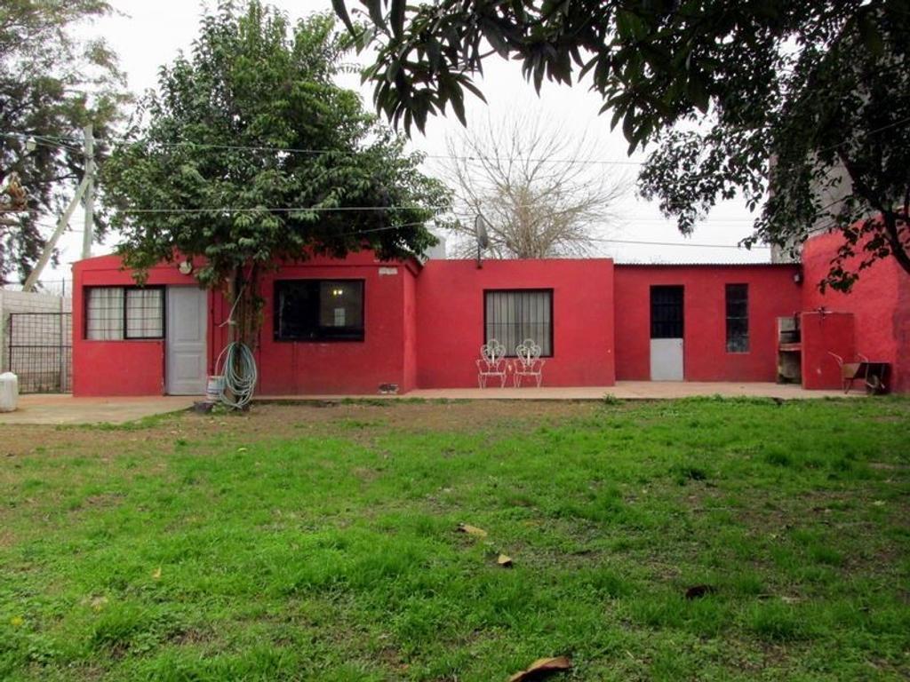 Casa En Venta En Lola Mora Esquina Gutierrez 1700 La Loma  # Muebles Lola Mora
