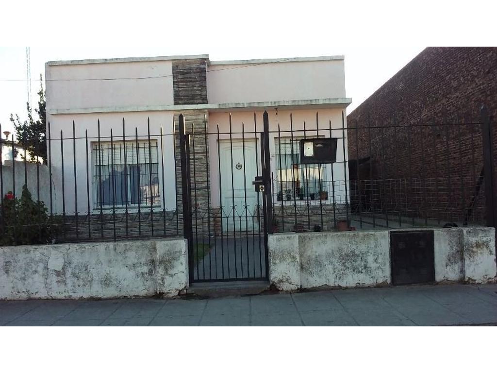 Vendo Casa en la ciudad de Lobos sobre terreno 10x35 U$S 85.000
