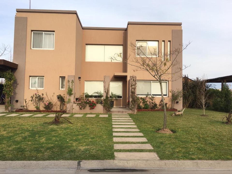 Impecable casa Barrio San Francisco lote central 2 plantas con pileta