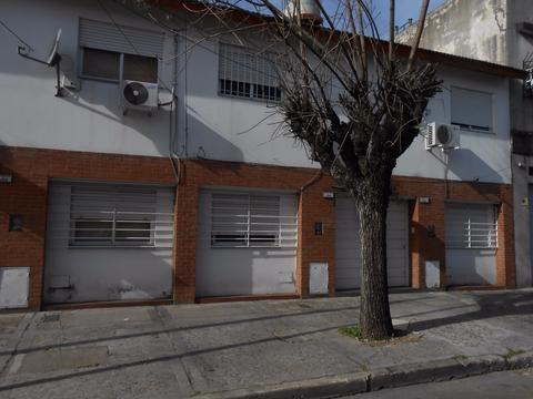 Regio duplex 4 ambientes 2 baños y patio con lavadero