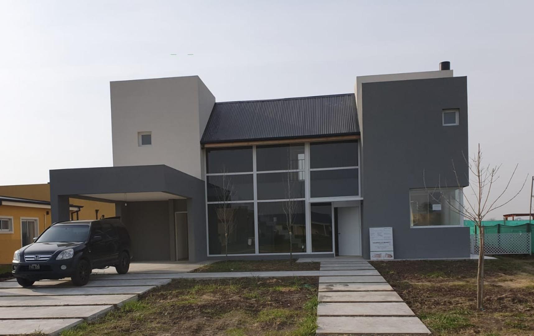Casa en Venta en Haras Santa Maria - 5 ambientes
