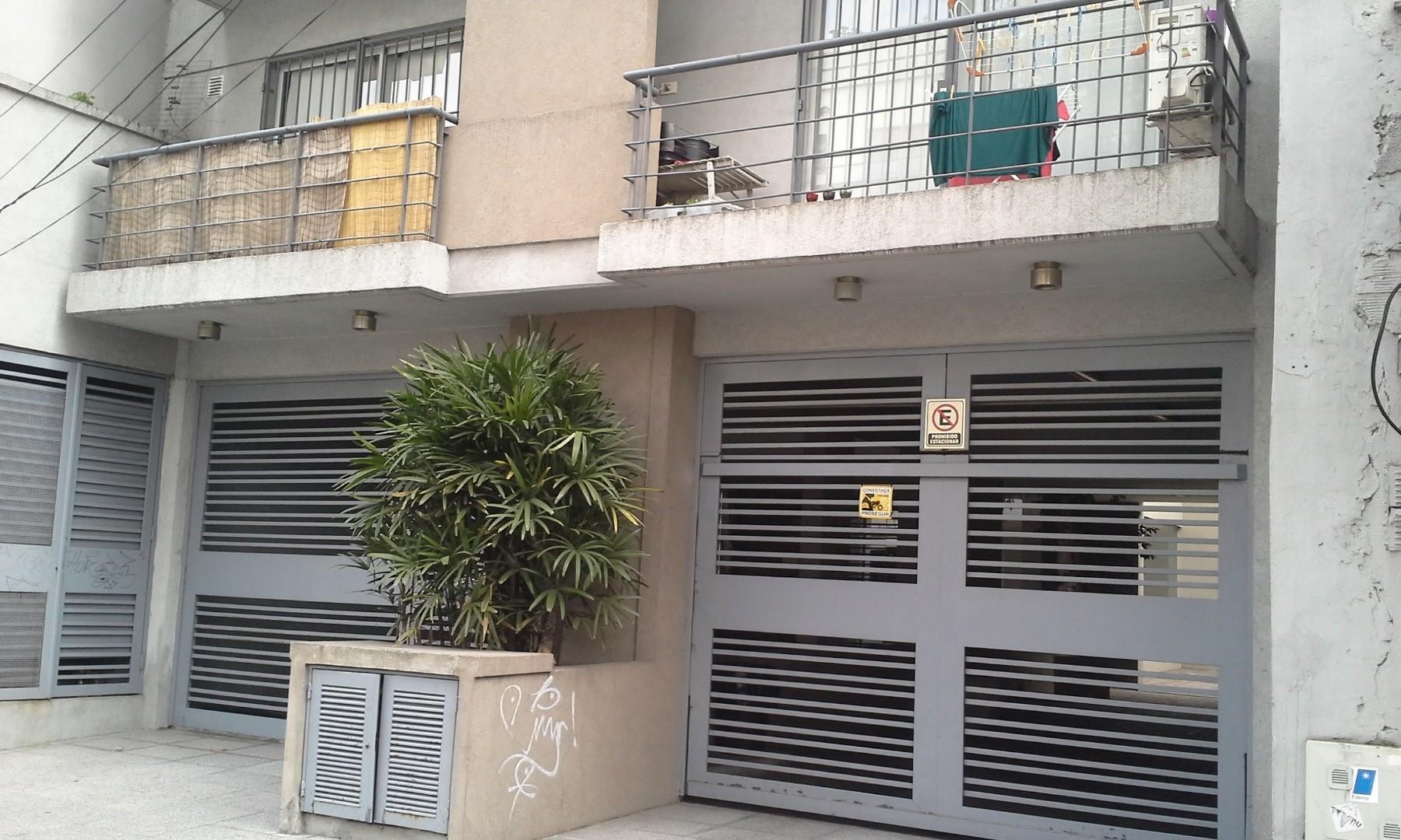Oficicina ubicada en Edificio (PB) - a mts. Estacion J.B. Justo