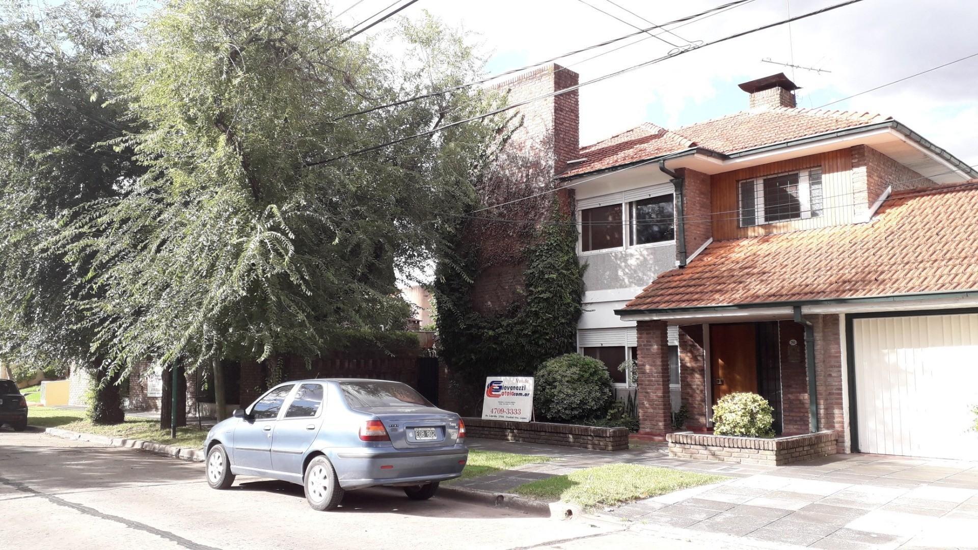 Casa en Venta en Barrio Parque - 6 ambientes