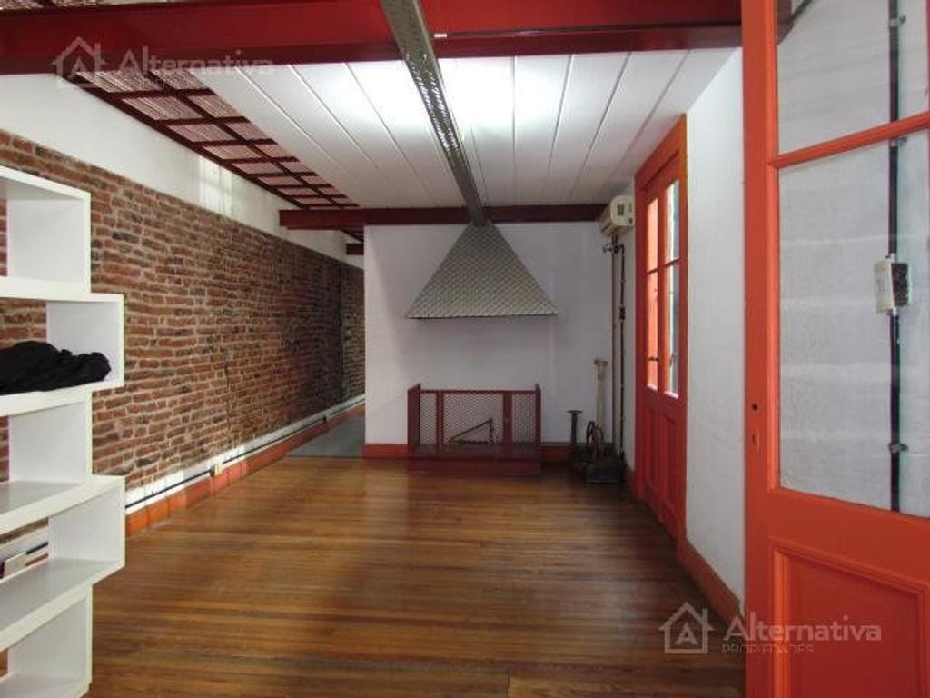 Departamento tipo casa en venta en defensa al 1700 san for Casa de diseno san telmo