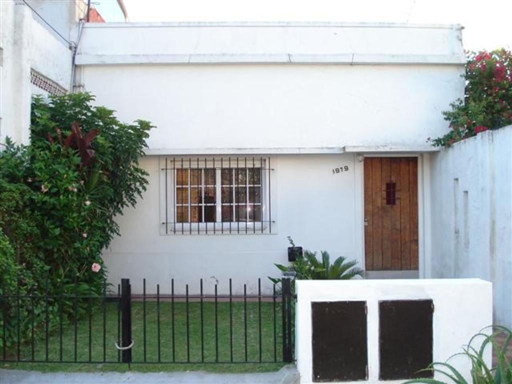 Departamento 2 ambientes con cochera y terraza, a cuatro cuadras de Av. Maipu.
