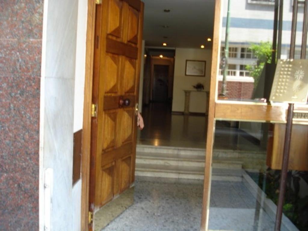 4 ambientes al frente, con dependencia de servicio, muy luminoso, buenas condiciones, lavadero indep