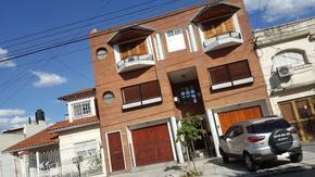 CASA  4 DORMITORIOS 2 baños!!! cocina comedor diario, living-comedor,cochera, patio y quincho