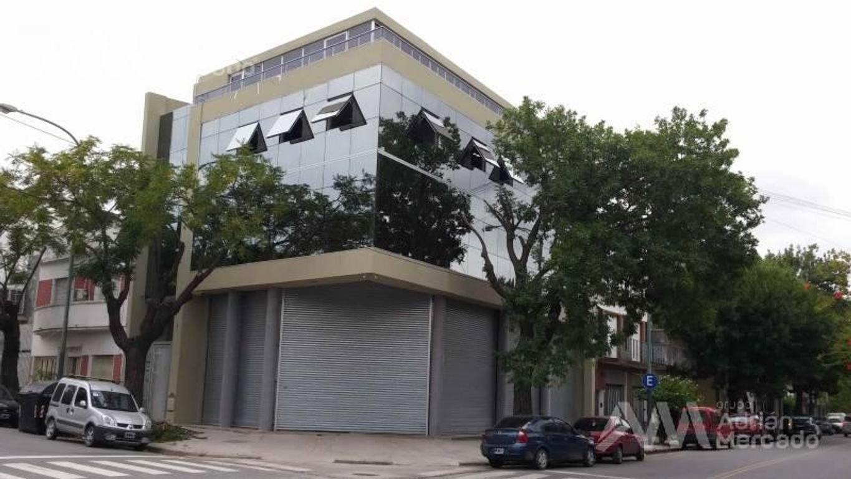 """Local Comercial a ESTRENAR  - 1 cuadra de la estación """"Hospitales"""" del Subte """"H"""".   Parque Patricios"""