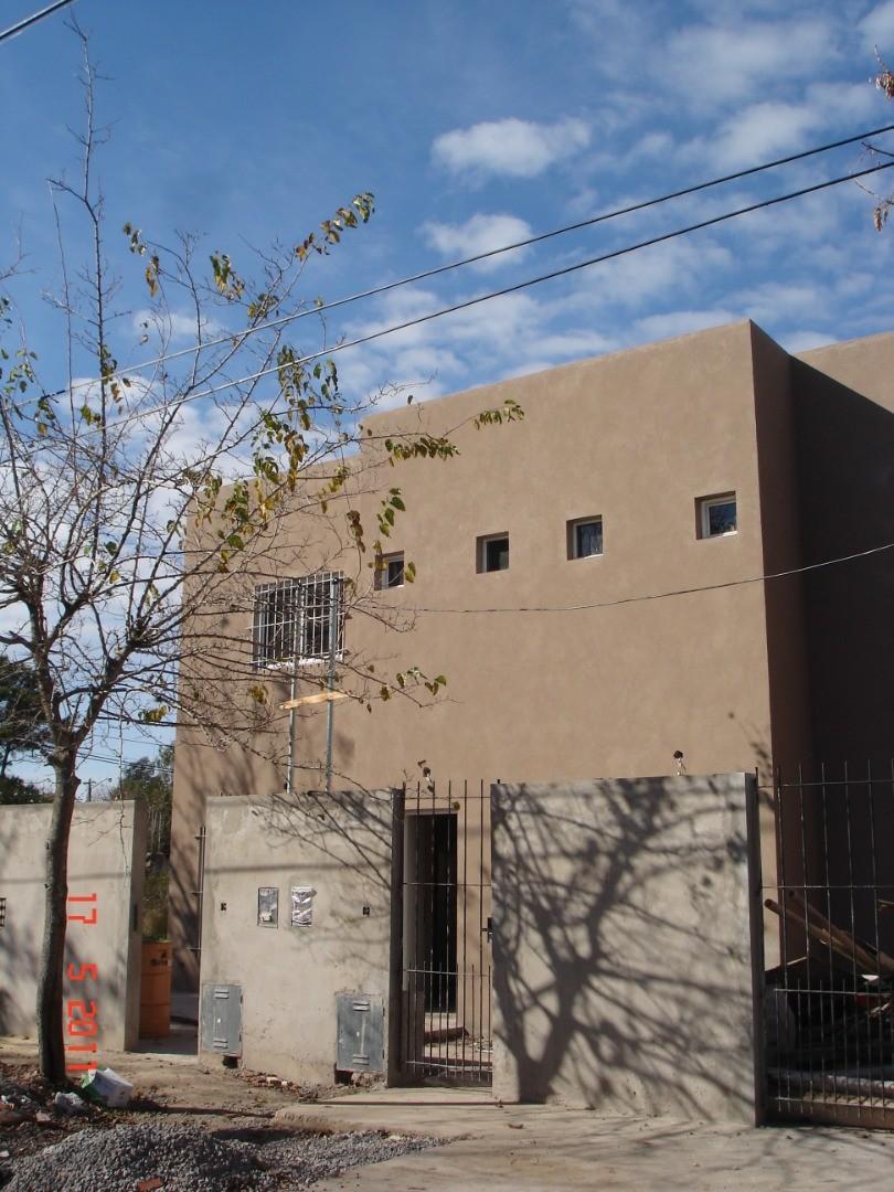 Casa en Alquiler en De Vicenzo Grande - 3 ambientes