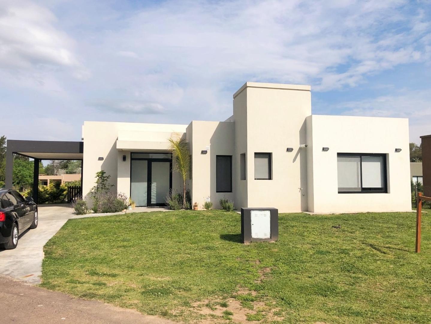 Casa en Venta - 4 ambientes - USD 228.000