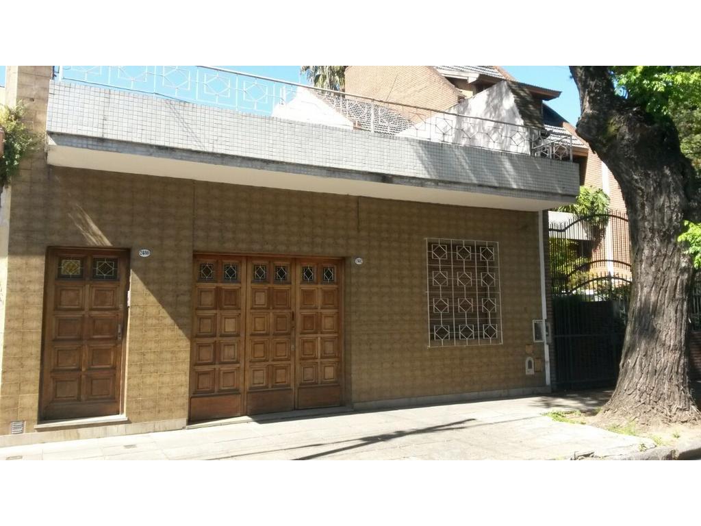Venta - Casa en Lote propio, de 6 amb - Parque Patricios