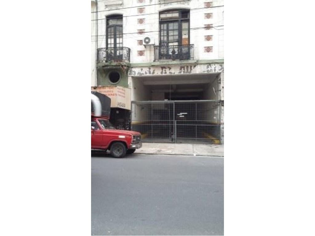 Amplia Cochera en venta calle Austria al 2000 e/Juncal y Berutti